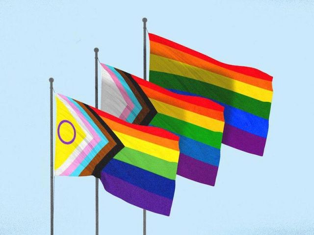 Grupos LGBTQ en EE.UU. consideran una nueva bandera más inclusiva con la comunidad transgénero y las personas de color